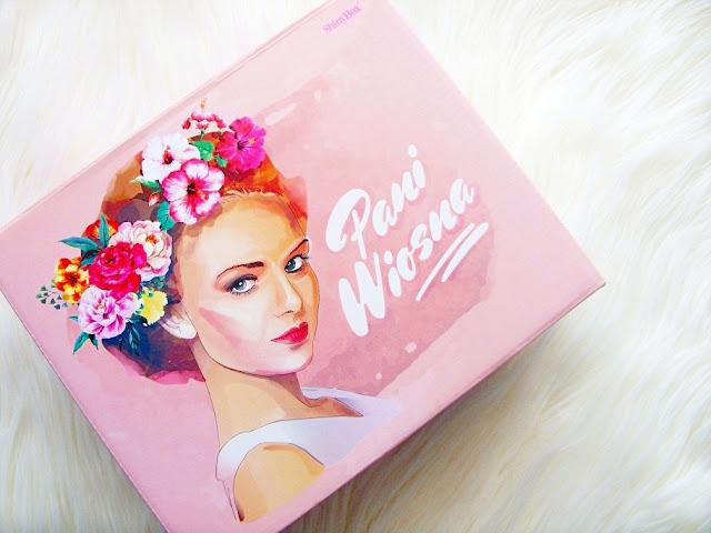 Pani Wiosna, Shiny Box
