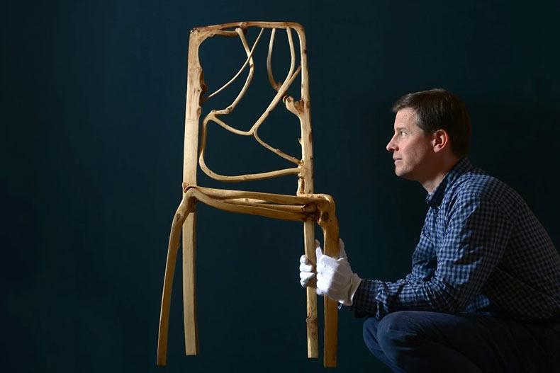 Full Grown: Arboles creciendo en muebles y objetos del arte