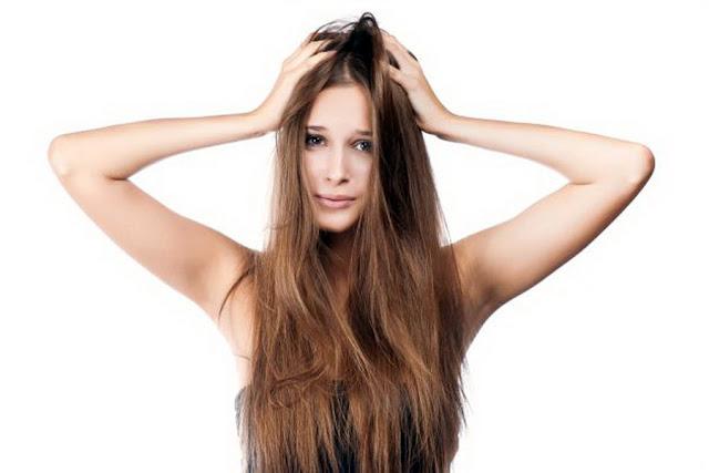 Stress, cambi di stagione e perdita dei capelli: cause e rimedi efficaci