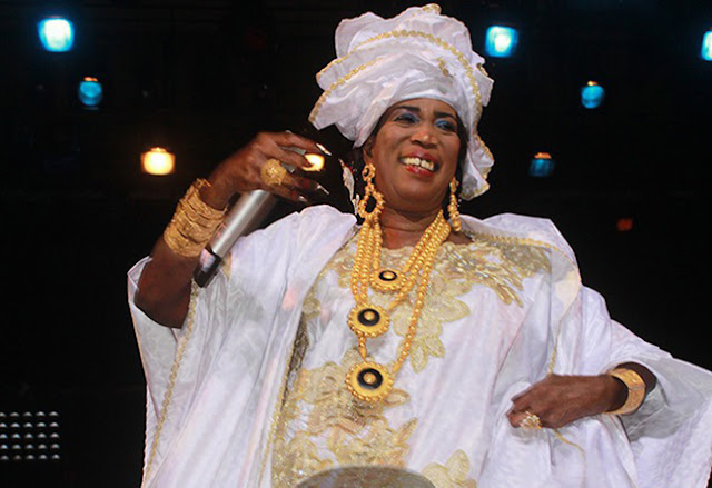 Musique, artiste, chanteuse, mbalax, kine, lam, traditionnel LEUKSENEGAL, Dakar, Sénégal, Afrique
