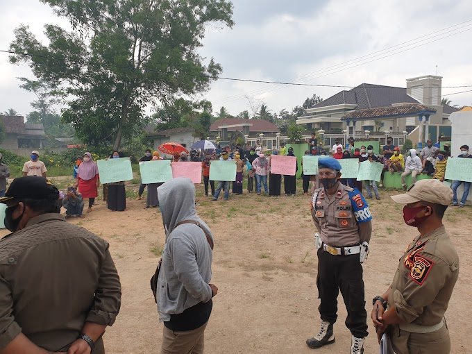 Ratusan Warga Desa Sinar Palembang Unjuk Rasa, Tuntut Kepala Desanya Segera Mundur