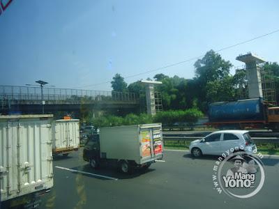 FOTO 4 : Proyek Kereta Ringan (Light Rail Transit/LRT) Jabodebek