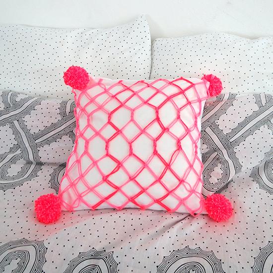 https://www.ohohdeco.com/2014/07/diy-macrame-cushion.html