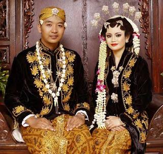 Gambar Pakaian Adat pengantin Jawa Timur