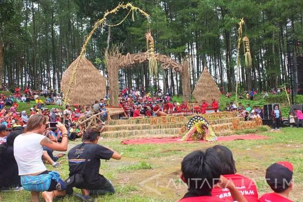 Pagelaran Makarya masyarakat desa Songgon, Banyuwangi.