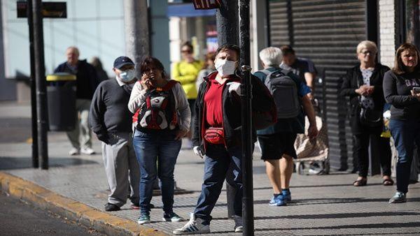 Argentina cierra primer mes del Covid-19 con más de 1.300 casos
