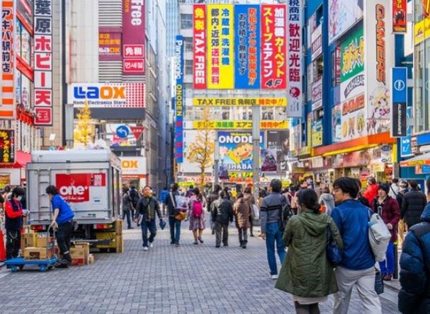 Jepang akan melonggarkan aturan belanja bebas pajak untuk pengunjung asing mulai Juli