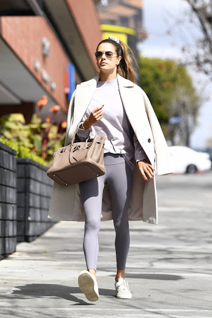 Alessandra Ambrosio – Leave a pilates in Los Angeles