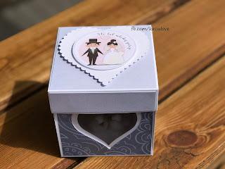 kartka exploding box z okienkiem i gołąbkami