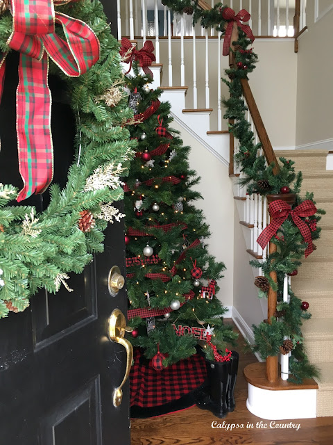 Christmas Foyer and Holiday House Tour