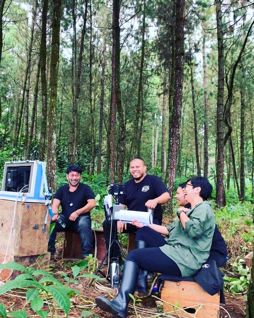 Joko Anwar Bangun WC Masjid di Desa Tengah Hutan