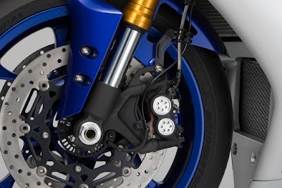 2016 Yamaha YZF R1 & YZF R1M front disk breake image