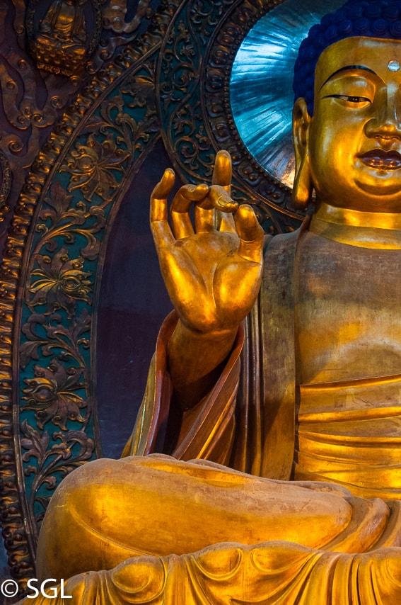 Estatua de Buda en el templo Lingyin. Hangzhou. Imagenes de China.