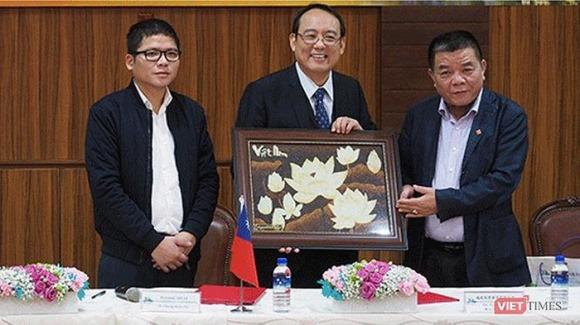 Theo chân cha, con trai ông Trần Bắc Hà cũng bị bắt và khởi tố