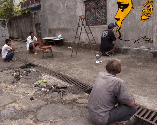 street artist stinkfish working in nepal
