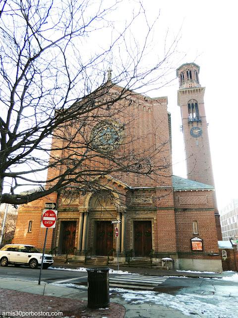 Iglesia Católica St. Paul Church en Cambridge