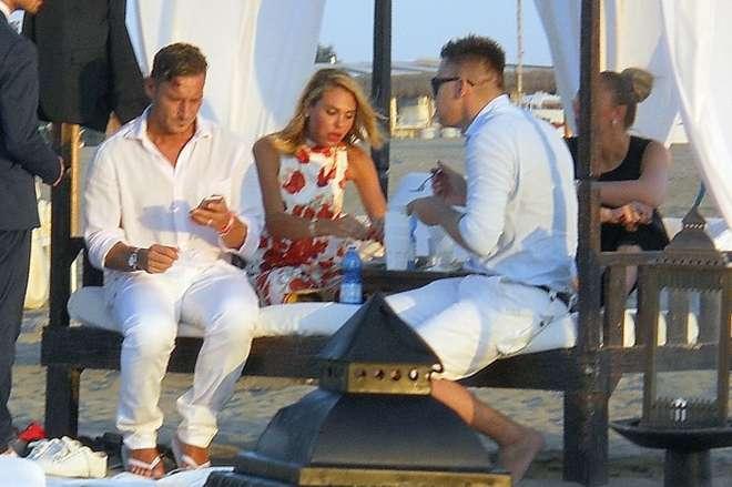 Matrimonio Spiaggia Sabaudia : Moda e sport ilary blasi francesco totti sfizi