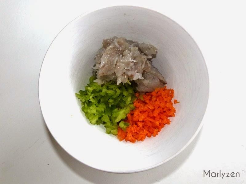 Purée de crevettes, dés de carotte et poivron.