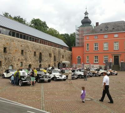 Uma coleção de MP Lafer reunida diante do Castelo Wissem em Troisdorf, Alemanha. (foto: MP Lafer Germany)