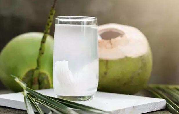 manfaat air kelapa muda bagi pria