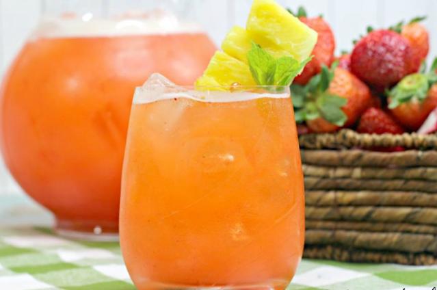 Pineapple Strawberry Lemonade #summer #drink