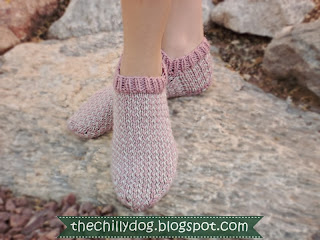 Free Printable PDF Pattern: Sweet Hearts Slipper Socks for her | The Chilly Dog