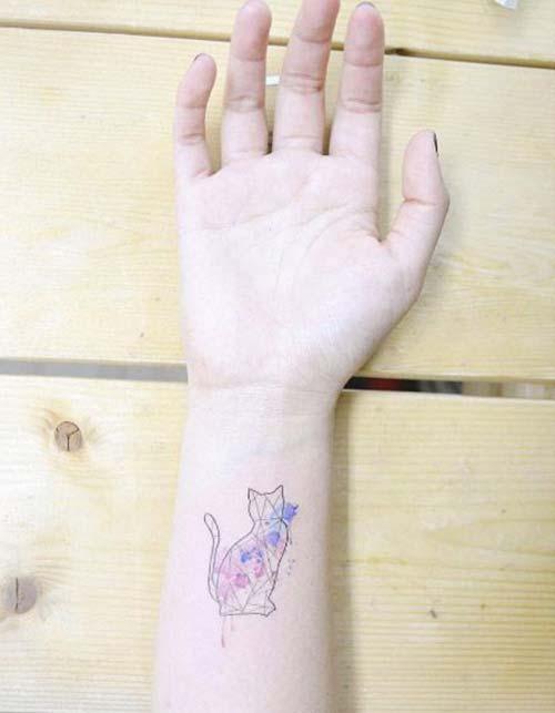 kedi geometrik bilek dövmeleri cat geometric wrist tattoos