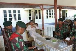 Yonif RK 732/Banau Kunjungi Kedaton Kesultanan Ternate