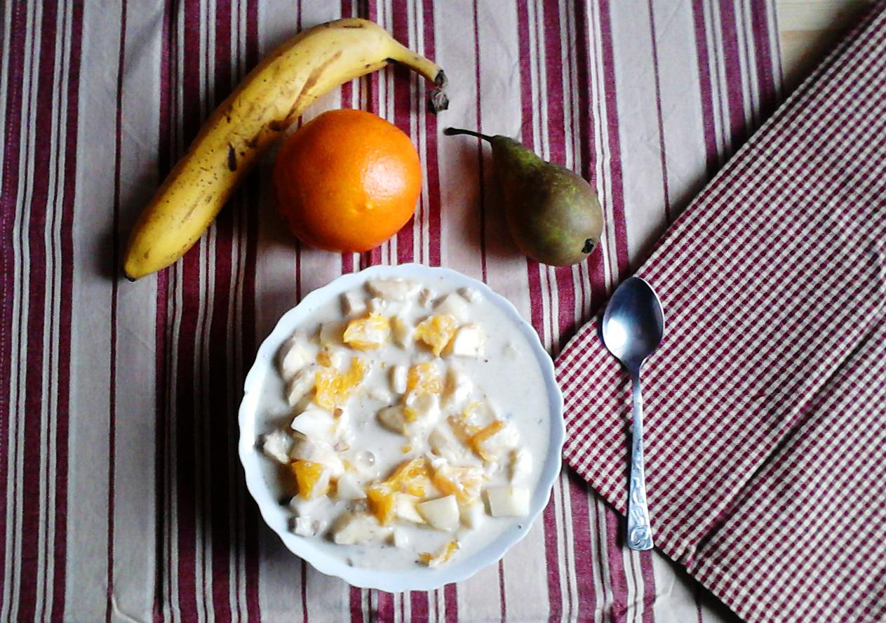 Mleko roślinne z płatkami i owocami