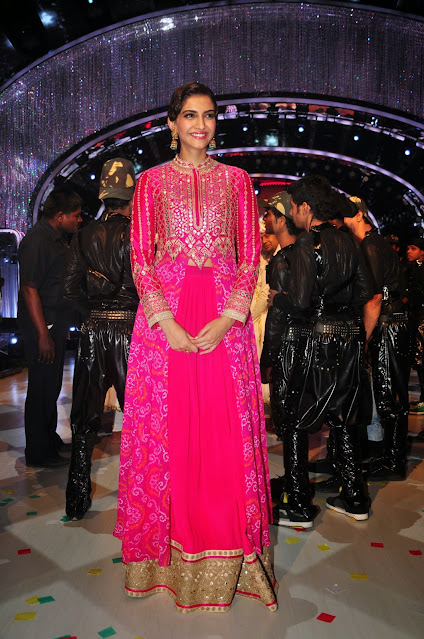 Bollywood Actress Sonam Kapoor Cute Smiling Pics Actress Trend