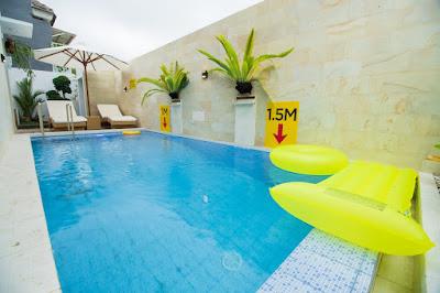 kolam renang villa white house