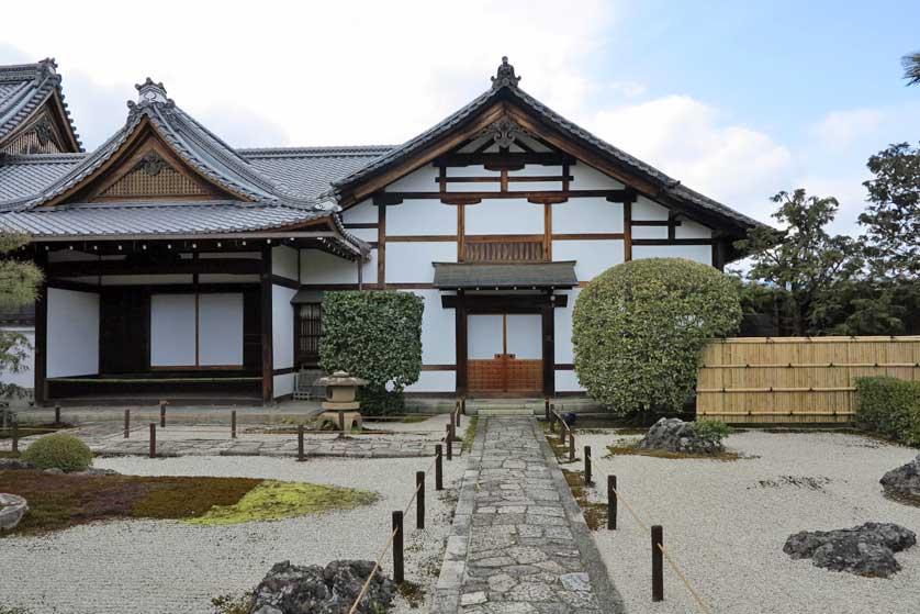 Jalan-Jalan di Kuil Teramachi