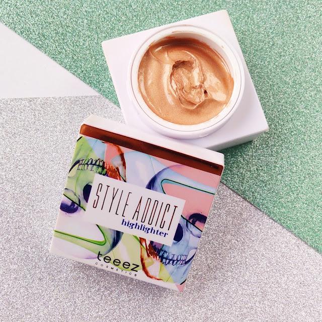 iluminador líquido style addict en el tono nude de teeez cosmetics