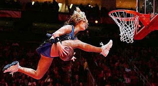 smešna slika: leteća košarkaška dama