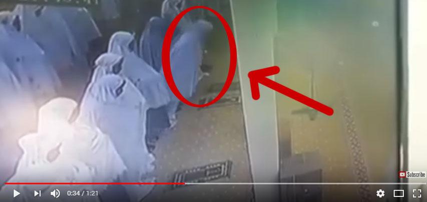 video meninggal saat salat taraweh