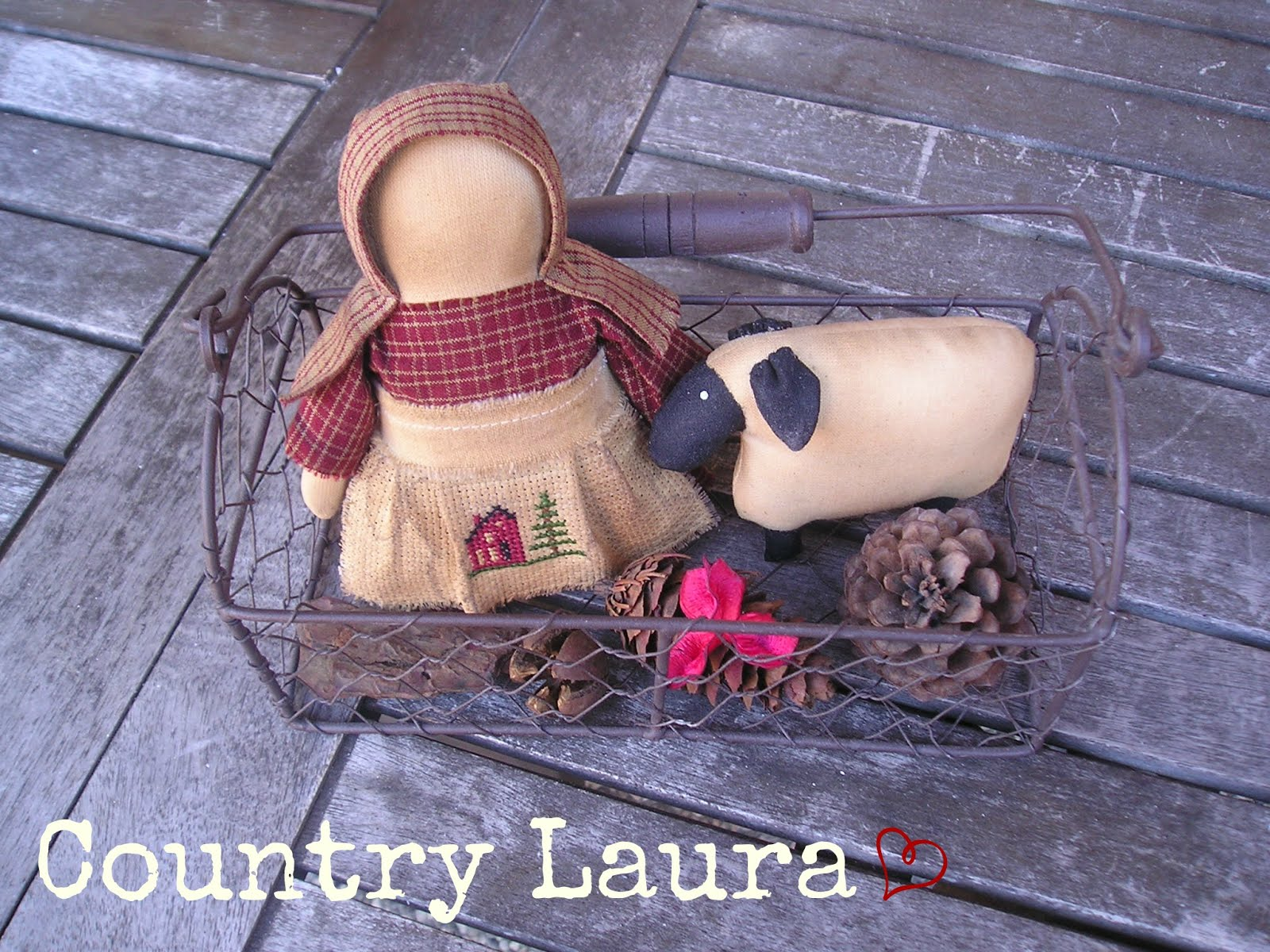 STUMP DOLL & SHEEP  (stump-doll pattern La Soffitta)