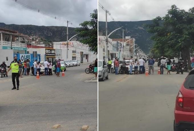 Colisão entre veículos deixa mulher ferida no centro de Jacobina