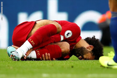مدة إصابة اللاعب المصري محمد صلاح وامكانيته في المشاركة بمباراة اليونايتد