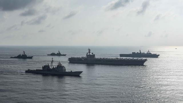 China pone en servicio dos nuevos destructores avanzados que portan misiles guiados