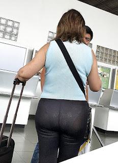 Señora trasero grande calzas transparentes