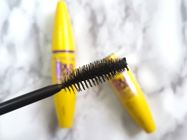 The brush of the Maybelline The Colossal Volum' Express Mascara
