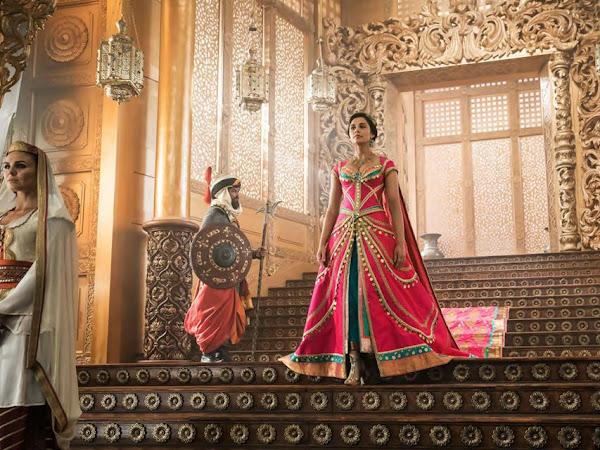 Jasmine e seus exuberantes figurinos no novo filme do Aladdin