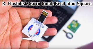 Flashdisk Kartu Kotak Kecil atau Square merupakan salah satu jenis flashdisk kartu untuk dijadikan souvenir