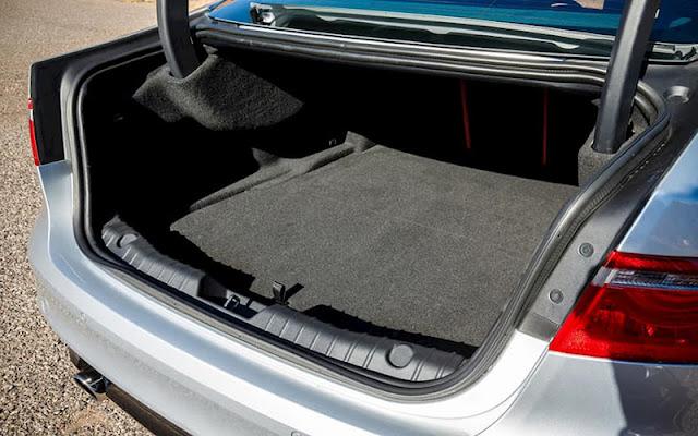 Khoang hành lý có thể tùy chỉnh diện tích chứa đồ nhờ hành ghế gập