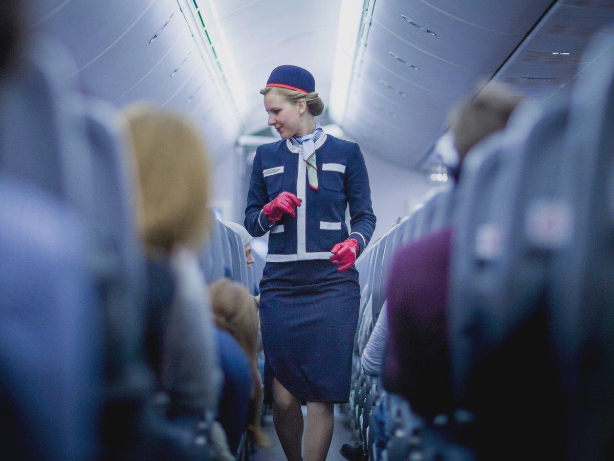 Rủi ro, tác hại của nghề tiếp viên hàng không là đây