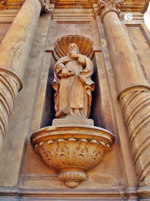 Perspectiva inferior da Estátua São Brocardo - Paróquia Nossa Senhora do Carmo - Bela Vista