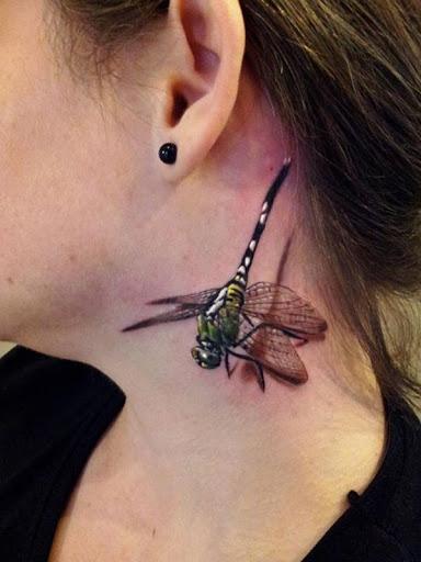 3D dragonfly tattoo no pescoço para mulheres