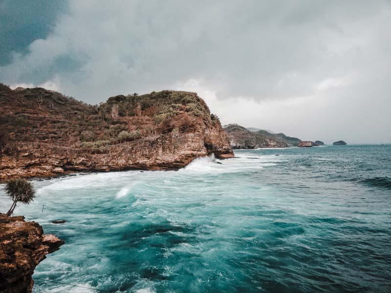 Fasilitas Wisata di Pantai Timang Gunungkidul