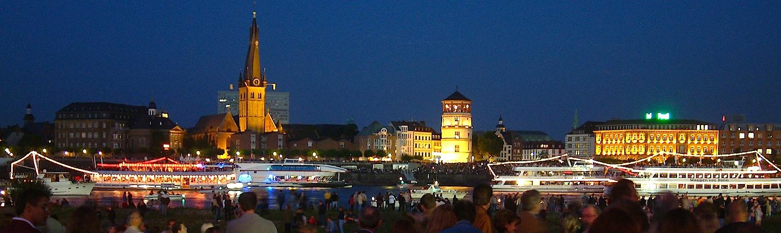 Лето. Вечерний Альтштпдт. Вид с противоположного берега Рейна.