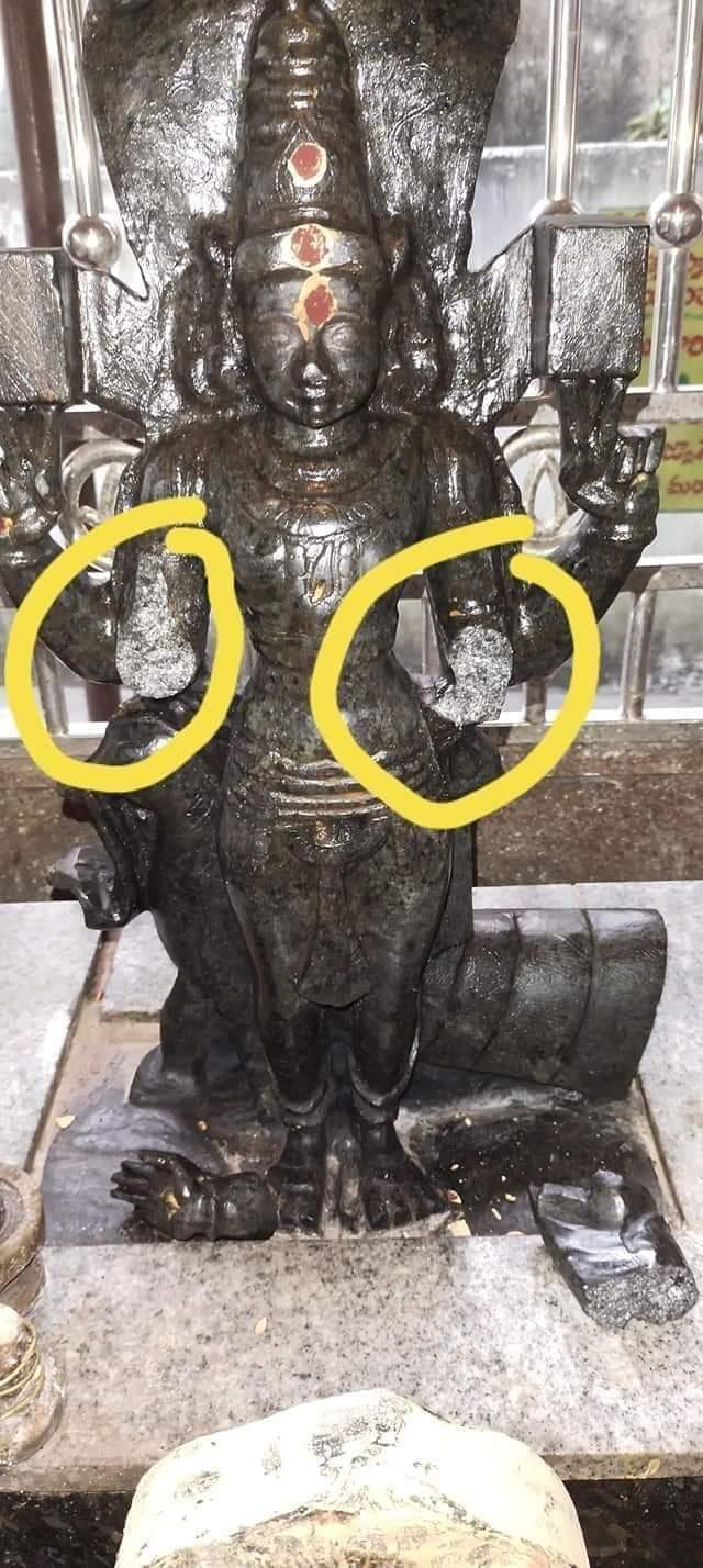 సుబ్రహ్మణ్యేశ్వర స్వామి ఉపాలయంలో స్వామి వారి విగ్రహం రెండు చేతులను నరికి వేరు చేసిన దృశ్యం